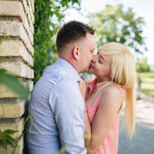 Buziaki na sesji narzeczenskiej