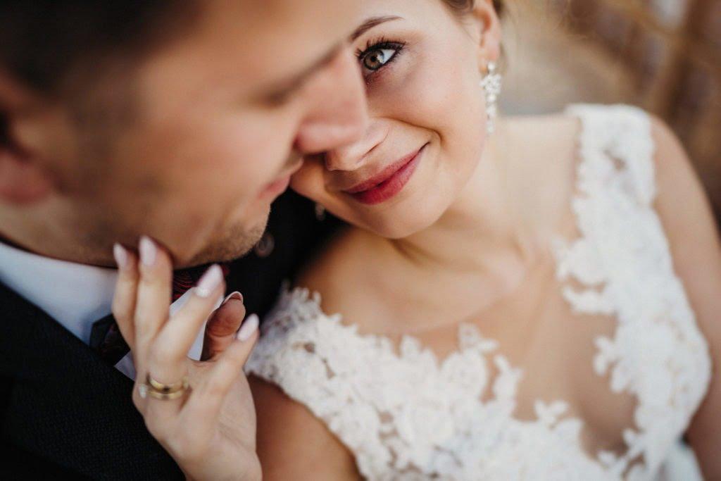 Sesja ślubna i bliskość pary młodej